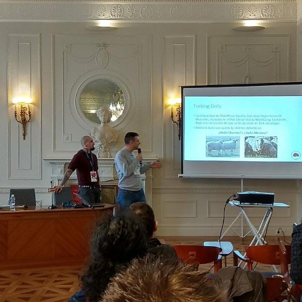 Desconferncia 'Hola Dorotea' por Juanka Díaz y Javier Casares en el Contributor Day de la WordCamp Santander 2017